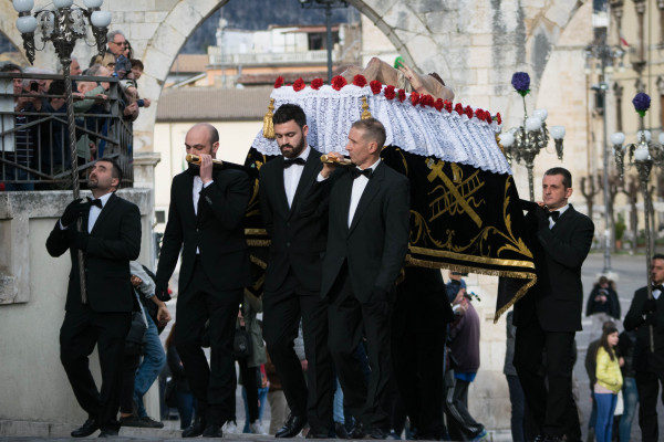 processione-venerd-santo-lauretani-168B15CB37-0AC3-D3F1-43D2-C886551FCC7C.jpg